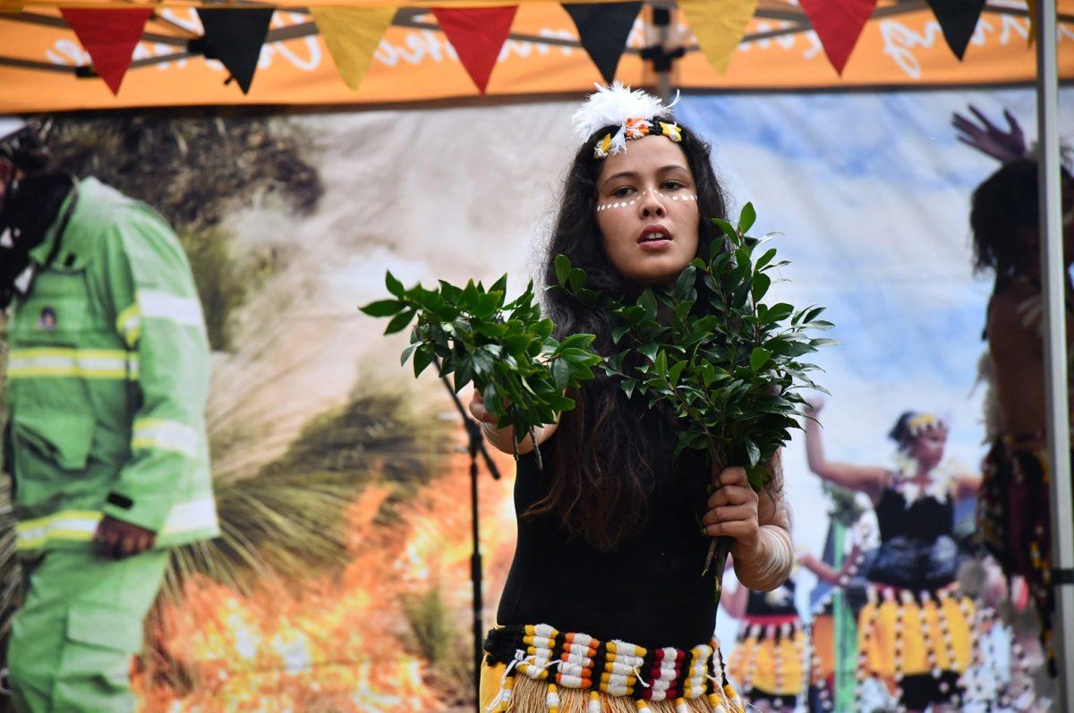 http://quandamookafestival.com.au/wp-content/uploads/2019/04/quandamooka-festival-gallery-6-1200x797.jpg